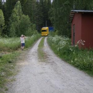 Aankomst van de 2 vrachtwagens